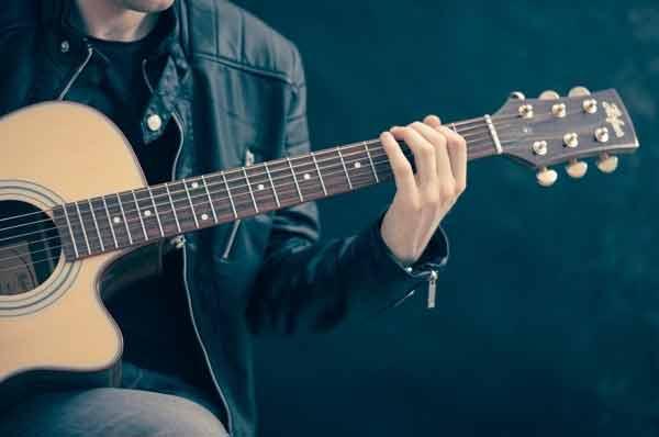 Mejores-guitarras-cort